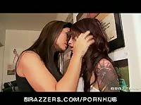 Лесбиянка насилует девушку