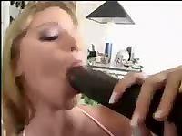 Анальная блондинка и лысый негр с большим болтом