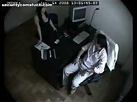 Скрытая камера сняла еблю секретарши и босса