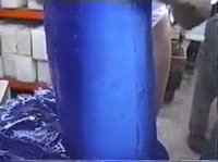 Продавщица разрывает пизду гигантским дилдо