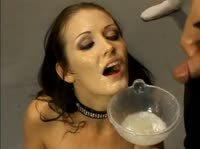 Телка проглатывает пол литра спермы