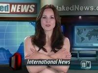 Обнаженные телеведущие читают новости