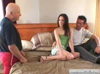 Лысый пердун смотрит как трахают его жену
