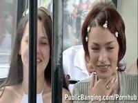 Извращенная русская парочка трахается в автобусе