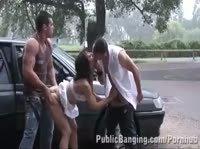 Публичный секс на дороге