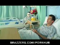 У медсестры свой подход к лечению