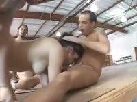 Пара дюжин мужиков выебала проститутку