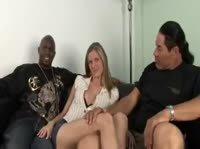Качок смотрит как в жену входит черный член
